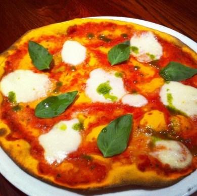 Pizza Margarita con burrata