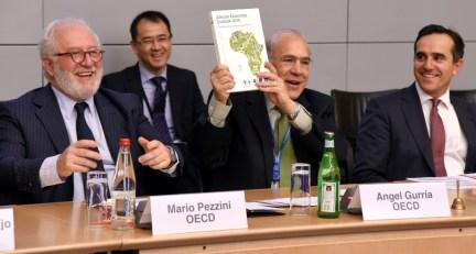 Marco Pezzini, Direttore del OECD Development Center e Angel Gurría, Segretario Generale OECD. Presentazione dell'African Economic Outlook 2016.