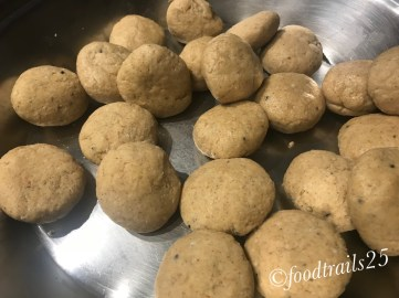 ake balls from the dough to roll pooris