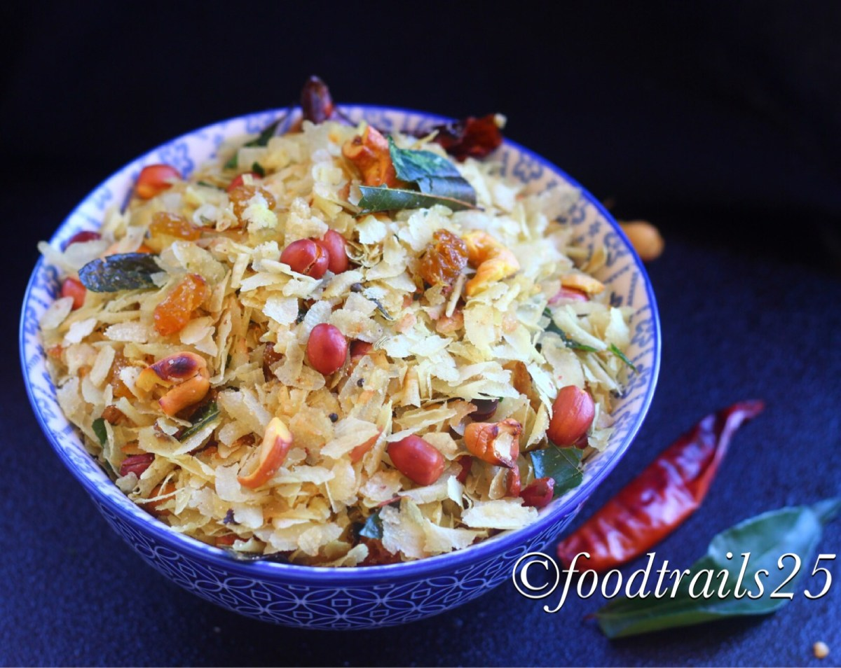 Chivda(Roasted Flattened Rice Flakes with Nuts)