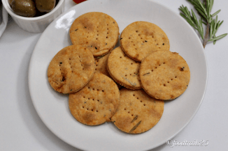 Baked Parmesan and Sun-dried Tomato Crackers