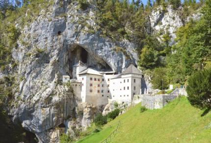 Een auto huren en auto rijden in Slovenië
