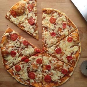Супер пицца от Hells Pizza.