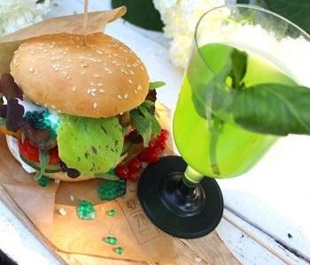 Бургер и лимонад МИР.