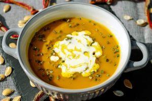 Exotische Karotten-Suppe mit Mango & Creme fraiche