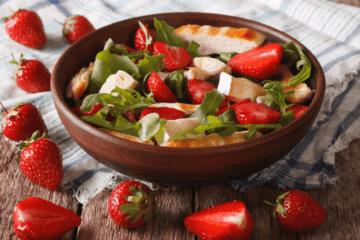 Rucola Salat mit Pute und Erdbeeren