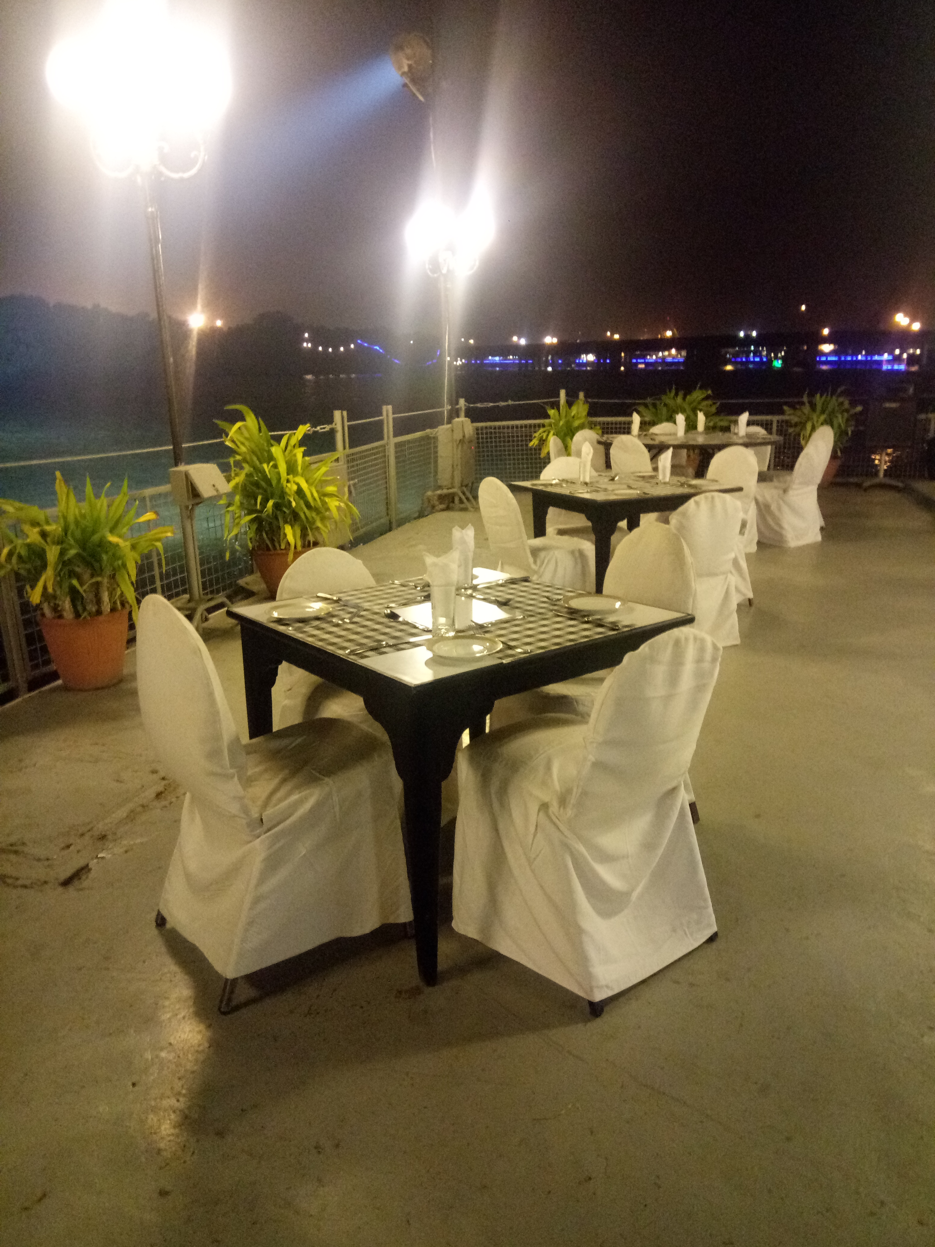 Sea Front BBQ Grill at Beach Luxury Hotel – Dinner with a view