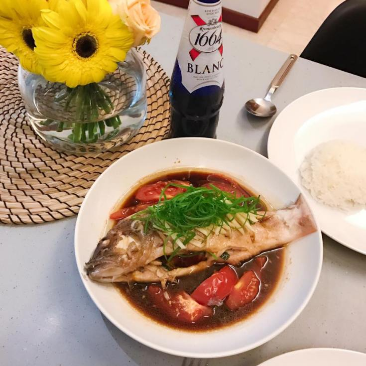Steam fish with tomato, soy sauce and ginger