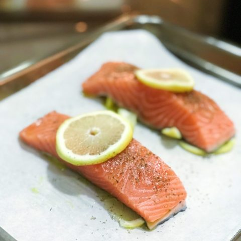 Oven baked salmon with lemon