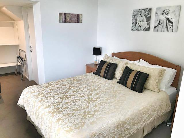 airbnb queenstown bedroom