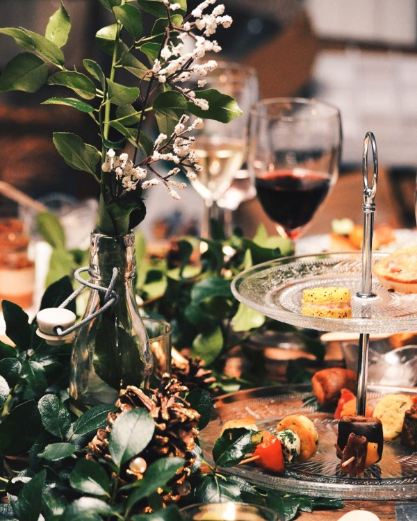 Holiday party appetizers with red wine | Photo by Caroline Hernandez | Holiday Food and Wine Pairings and Holiday Wine Gifts | foodwithaview.com