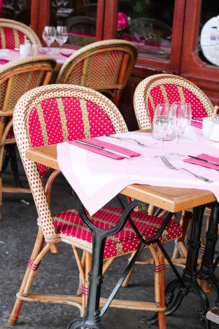 What to eat on a trip to Paris | Pretty pink chairs at a Paris sidewalk cafe | Restaurants, cafes, food markets and more | Culinary adventures in Paris on foodwithaview.com