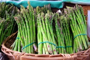 Bunches of asparagus. Copyright: ucius / 123RF Stock Photo