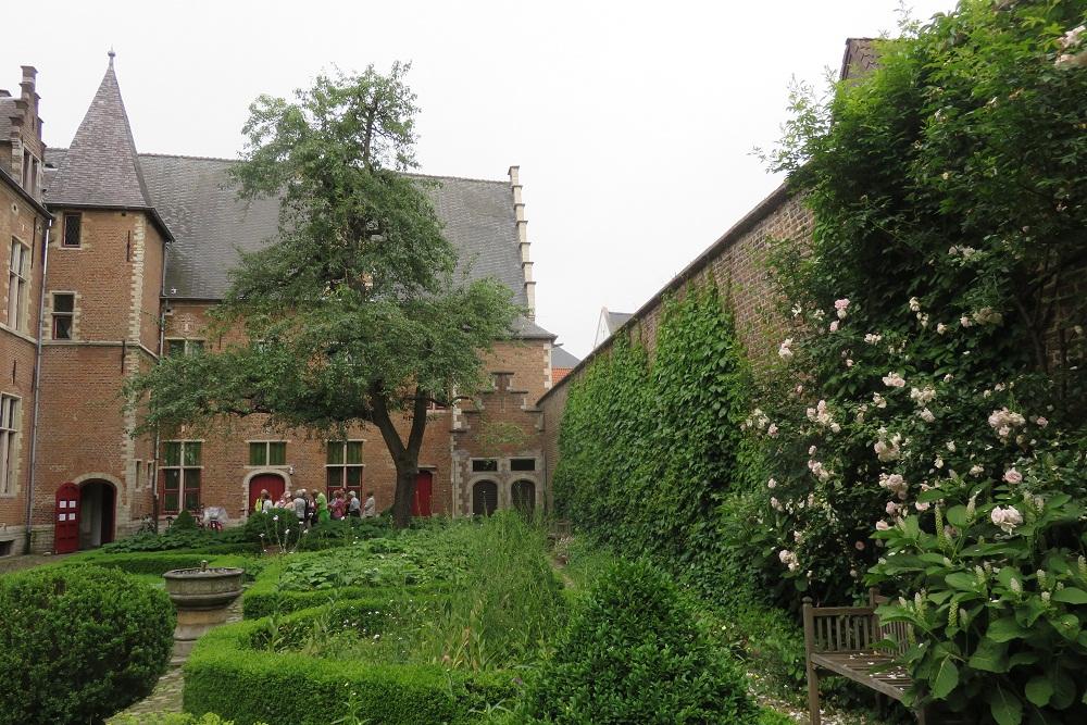Mechelen De Wit tapestry Refuge garden sub para 2