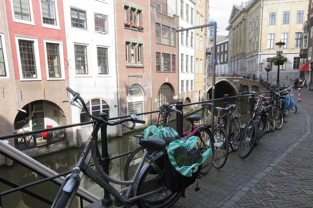 Utrecht b Bikes and Boats