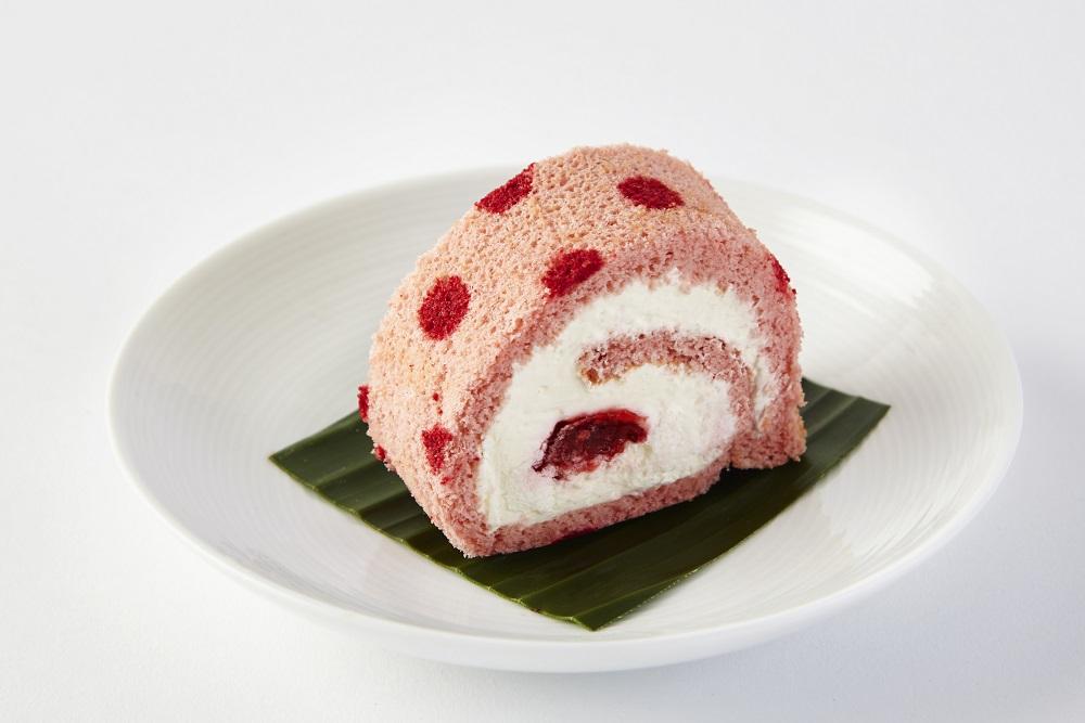 YO Sushi Strawberry Roll