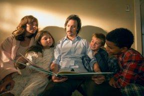 "THIS IS US -- ""The Big Three"" Episode 102 -- Pictured: (l-r) Mandy Moore as Rebecca, Mackenzie Hancsicsak as Kate, Milo Ventimiglia as Jack, Parker Bates as Kevin, Lonnie Chavis as Randall -- (Photo by: Ron Batzdorff/NBC)"