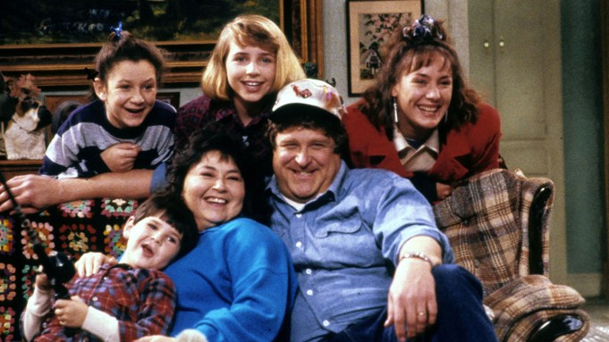 Roseanne (ABC) season 1 Fall 1988 Shown: [top] Sara Gilbert, Alicia Goranson, Laurie Metcalf [on sofa] Michael Fishman, Roseanne, John Goodman