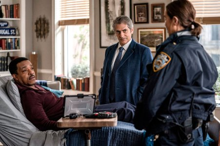 "LINCOLN -- ""Pilot"" Episode -- Pictured: (l-r) Russel Hornsby as Lincoln Rhyme, Michael Imperioli as Det. Mike Sellitto, Arielle Kebbel as Amelia Grace Sachs -- (Photo by: Zach Dilgard/NBC)"