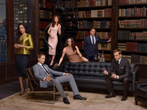 SUITS -- Season: 4 -- Pictured: (l-r) Gina Torres as Jessica Pearson, Patrick J. Adams as Michael Ross, Sarah Rafferty as Donna Paulsen, Meghan Markle as Rachel Zane, Rick Hoffman as Louis Litt, Gabriel Macht as Harvey Specter -- (Photo by: Nigel Parry/USA Network)