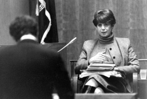 Nov 8, 1990; Rochester, NY, USA; Defense lawyer Thomas Cocuzzi questions Dr. Dorothy Otnow Lewis, a psychiatrist about her interviews with Arthur Shawcross. Mandatory Credit: Kevin Higley/Democrat and Chronicle via USA TODAY NETWORK