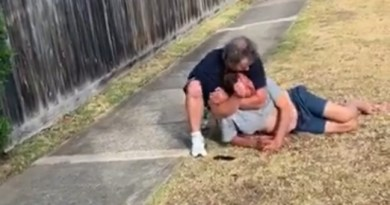 "Aussie Man Is The Aussie Man Is The Shyt. Austrailian Guy Got A Choke Hold On A Man That Tried To Rob His Niece. ""AARRGGHHH..YOU F***ING C**T!!."
