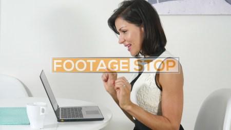 latina-business-woman-stock-video