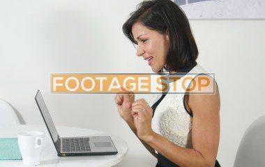 latina-business-woman-stock-video