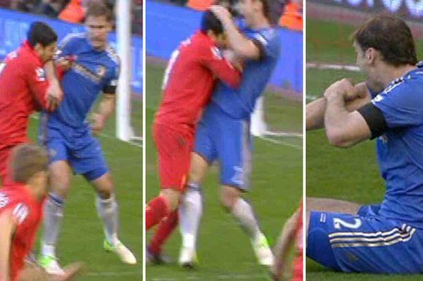Luis Suárez bites Ivanović during Liverpool 2-2 Chelsea in the Premier League