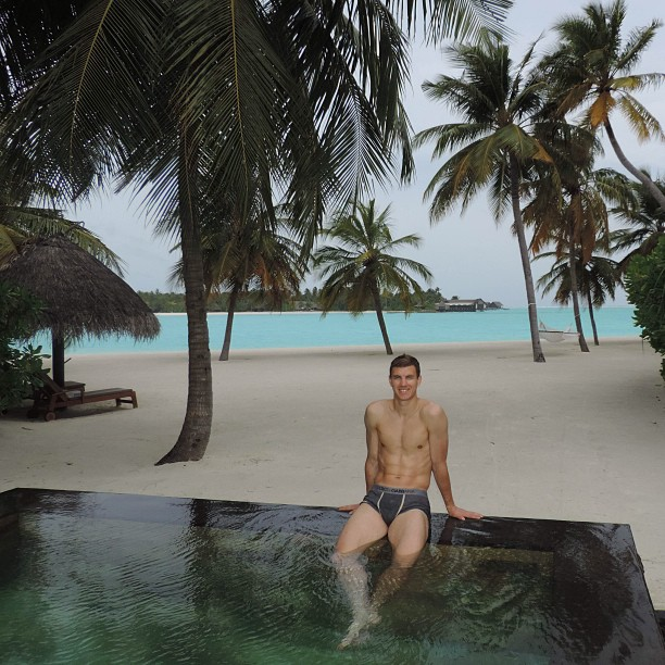 Football players on holiday: Edin Džeko in the Maldives