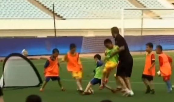 David Beckham cheats to beat Chinese kids at football