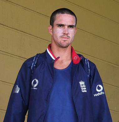 Kevin Pietersen argues with Wilshere over his nationality views