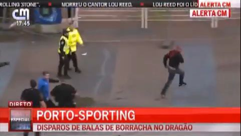 Drunk Porto fan runs from police during game against Porto