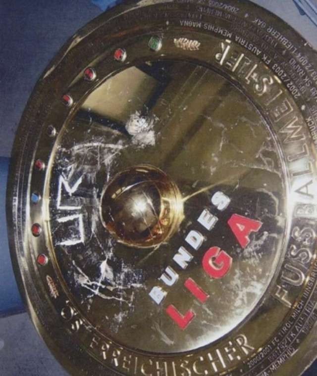 Apparent cocaine on the Austrian Bundesliga trophy