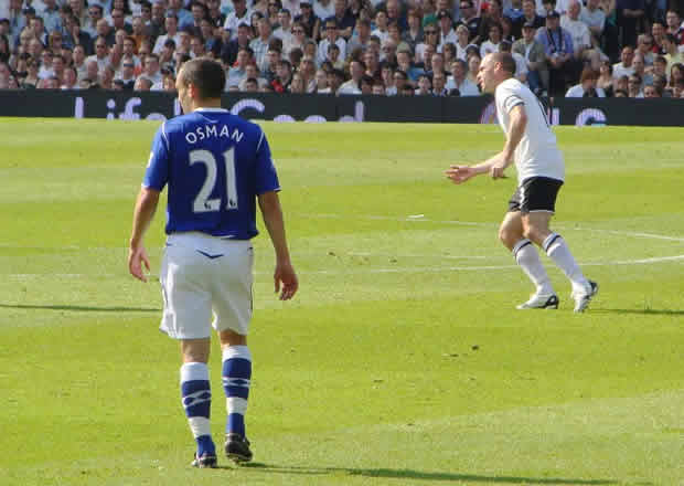 Leon Osman playing for Everton before his #AskOssie Twitter Q&A