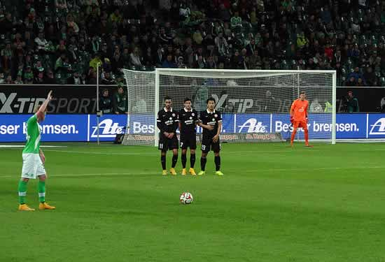 Kevin De Bruyne swears at a ballboy, he also takes freekicks for Wolfsburg