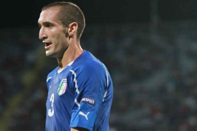 A photo of Giorgio Chiellini's girlfriend was included by the Italian defender with his statement on the Suárez biting incident