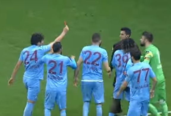 Trabzonspor player shows red card to referee, before being sent off himself