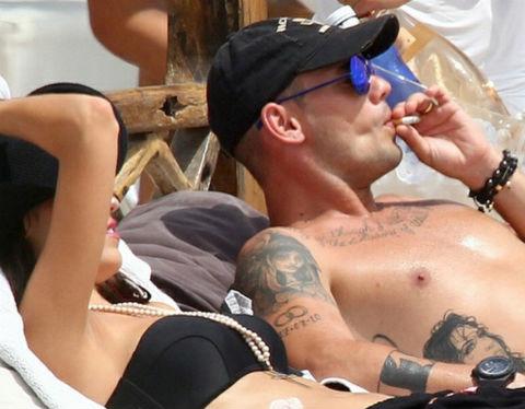 Wesley Sneijder is one of the smoking footballers