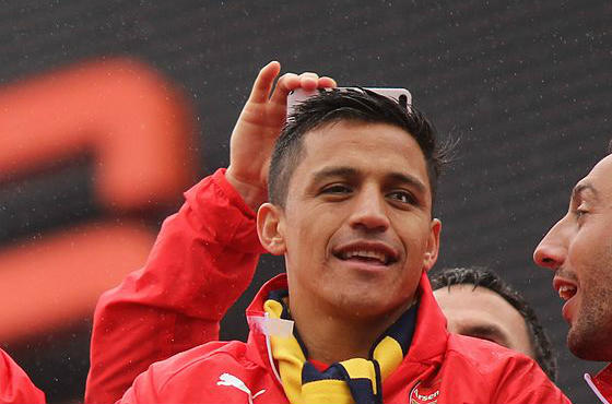 Alexis Sánchez wants more dogs at Arsenal