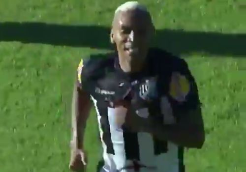 Tupi player scores when teammate stops ball on the line in Brazilian league
