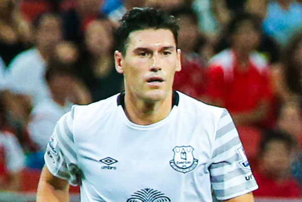 Gareth Barry playing for Everton