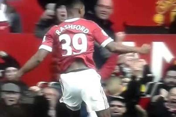 Marcus Rashford celebrates a Man Utd goal