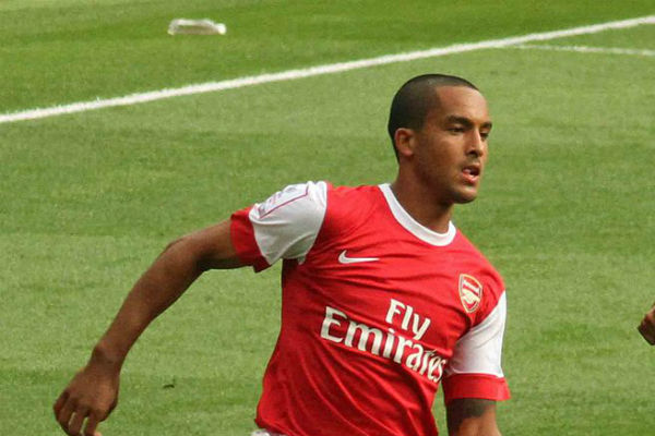Arsenal's Theo Walcott is undergoing an Everton medical