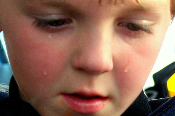 This crying child may not be an Arsenal fan