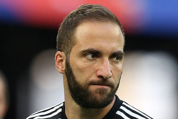 There were lots of tweets and jokes with Gonzalo Higuaín set to join Chelsea on loan