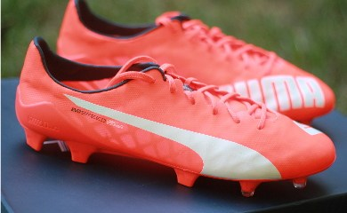Up-Close with the World's Lightest Soccer Boot - PUMA's evoSPEED SL