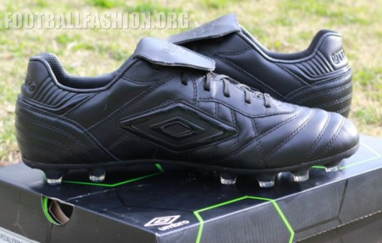 Review: Umbro Speciali Eternal Black Edition Soccer Boot