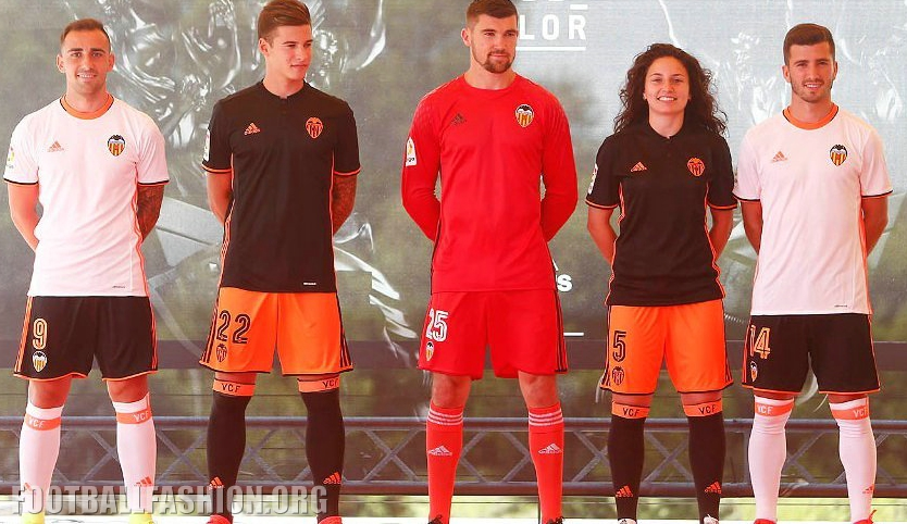 https://i0.wp.com/footballfashion.org/wordpress/wp-content/uploads/2016/07/valencia-cf-2016-2017-adidas-kit-4.jpg