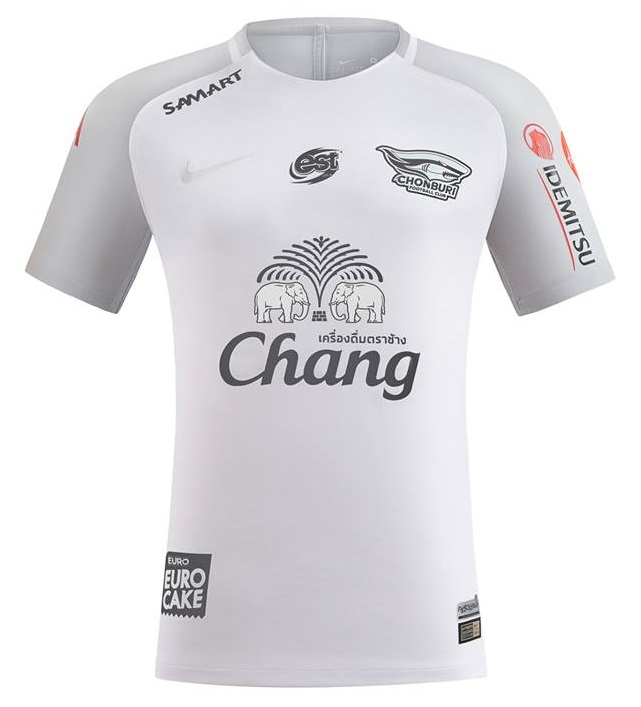 The Chonburi FC 2018 home kit has vertical stripes for the second year in a  row. This year's edition feature wider stripes than last years.